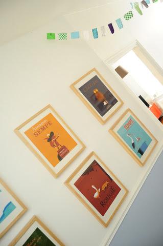 affiches dans le couloir