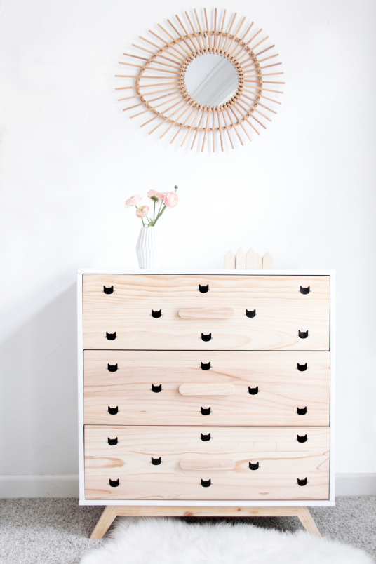 armoire-enfant-stickers-chat-miroir-rotin-blogzine