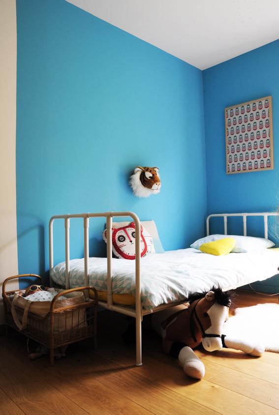 chambre-enfant-mur-bleu