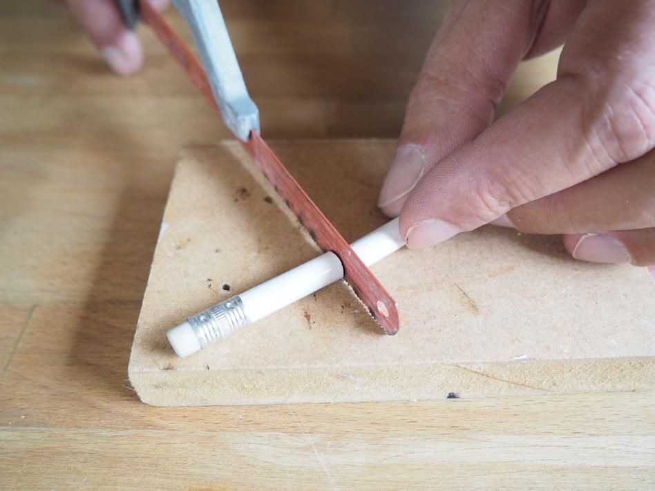scier-crayon
