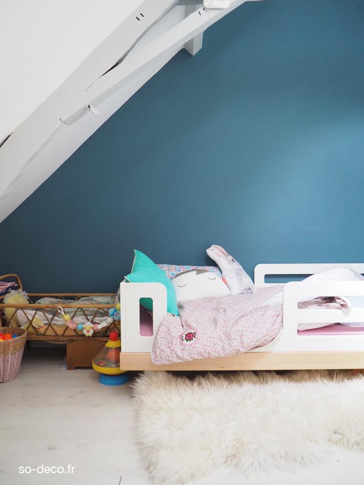 chambre-fillle-mur-bleu