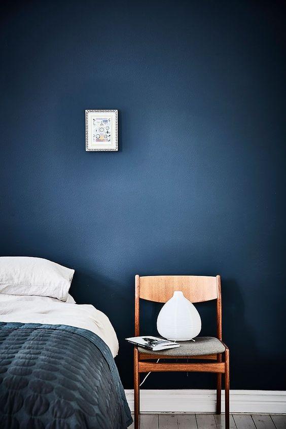 mur bleu-marine