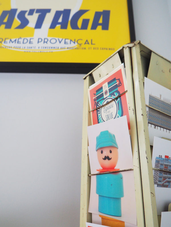 ancien-porte-cartes-postales